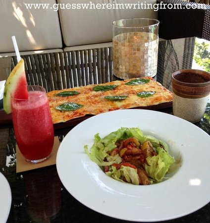 Abaca Restaurant: Abaca's famed flat bread pizza (four cheese flavor)