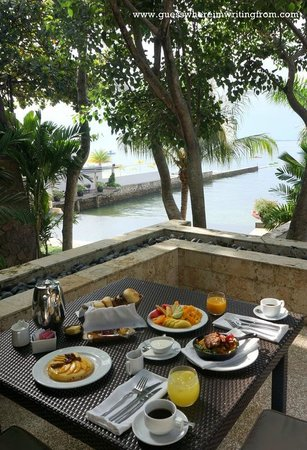 Abaca Restaurant: Perfect breakfast at our own balcony at the Oceanfront Spa villa