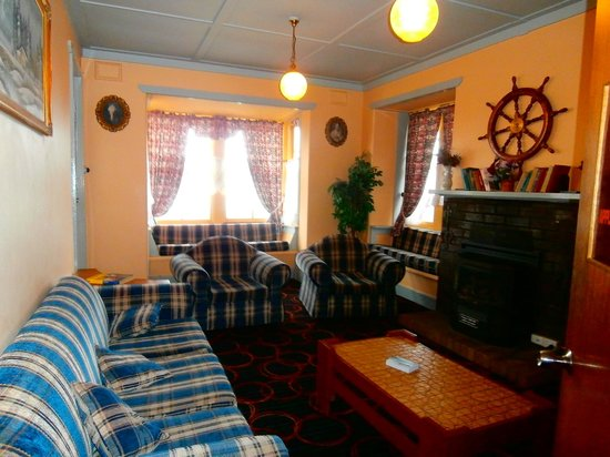 Katoomba Mountain Lodge: The sitting room.