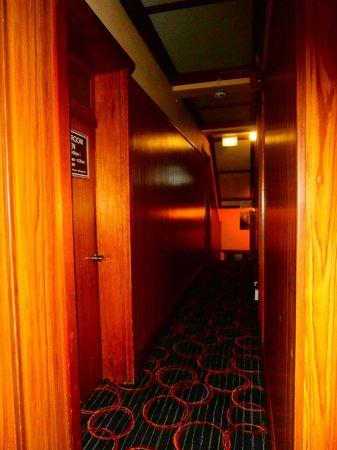 Katoomba Mountain Lodge: The corridors...