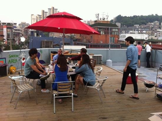 FunFunStay Guesthouse: Rooftop party