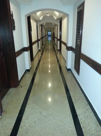 DoubleTree by Hilton Dar es Salaam-Oysterbay: Hallway