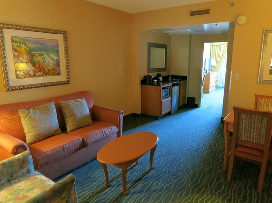 Embassy Suites by Hilton Hotel Monterey Bay - Seaside: Living room 1202