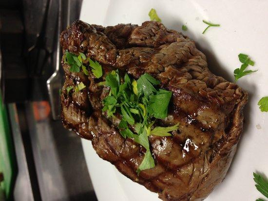 Little Tiberias : Beef filet garlic