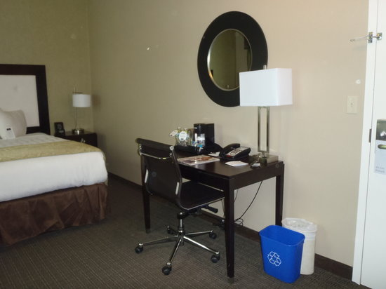 enVision Hotel Boston - Longwood: Room 308