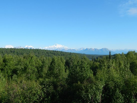 Mt. McKinley Princess Wilderness Lodge: View of Denali from main lodge