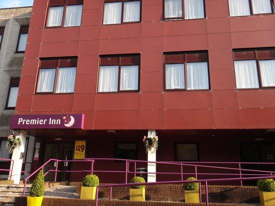 Premier Inn Cardiff (Roath) Hotel: Entrance to hotel