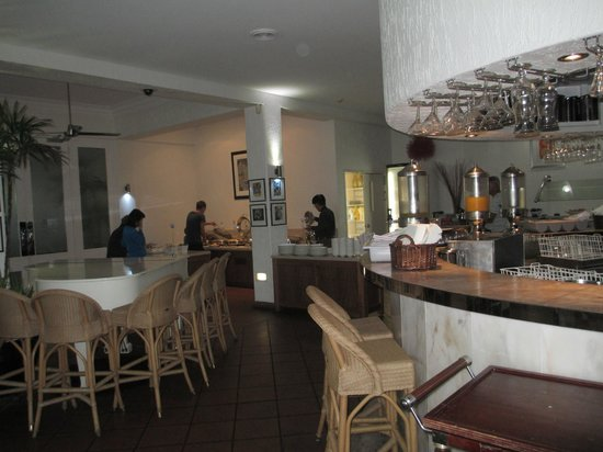 The Hotel Cairns: Some of the  hot breakfast area
