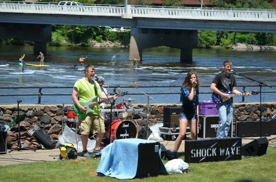 Wisconsin Rapids, WI: Shockwave (Band) performing in Veterans' Memorial Park