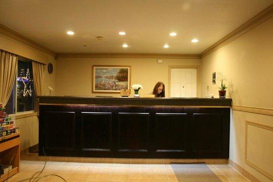 Heritage Inn : Front Desk Lobby