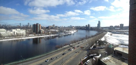 DoubleTree Suites by Hilton Boston-Cambridge: Charles river and Boston, view from hotel room