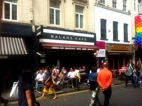 Balans Soho Society Cafe : Balans Cafe - exterior