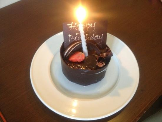 Sense Hotel Seminyak : surprise birthday cake
