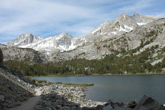 Little Lakes Valley Trail: Long Lake