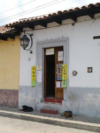 Comida Thai: Good things are waiting behind this unassuming door!