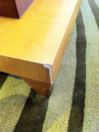 Kempinski Hotel Suzhou : chipped furniture in suite #2118