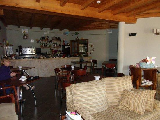 Las Fontaninas: Informal lounge & bar