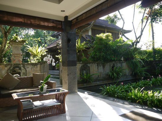 De Munut Balinese Resort & Spa: Porch