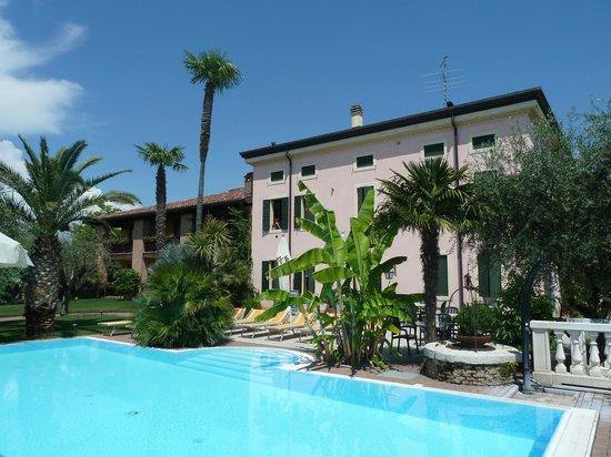 Residence Hotel Olimpia: Blick von der Poolliege