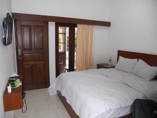 Puri Jayaraja Guest House: Room