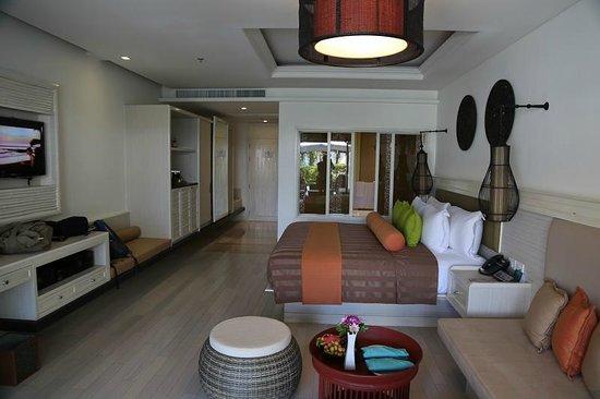 Natai Beach Resort & Spa, Phang-nga: the bed room