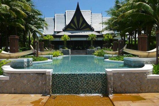 Natai Beach Resort & Spa, Phang-nga: view to the front office