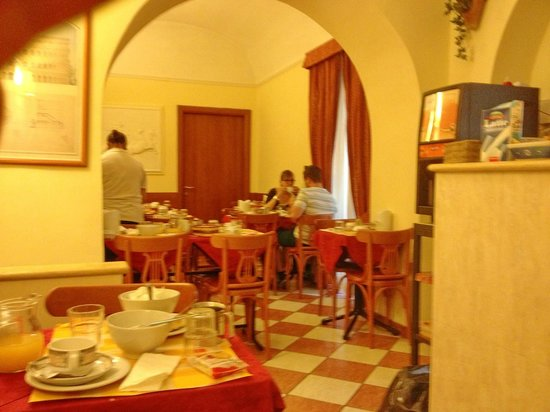 Hotel RomAntica: Breakfast restaurant
