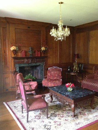 The Castle at Skylands Manor: sitting area
