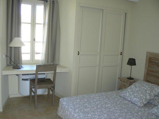 Jardins de Saint-Benoit: Chambre étage