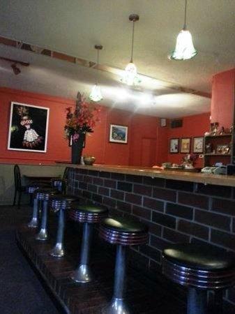 Red Jasmine Thai Cuisine: Red Jasmine's bar area