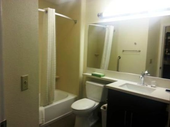 Candlewood Suites Arundel Mills / BWI Airport: The bathroom