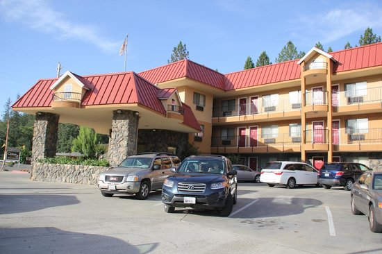 Best Western Plus Yosemite Way Station Motel: Entrada