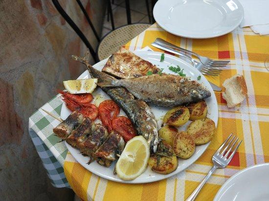 Vecchia Trattoria da Toto: L'assiette de poissons