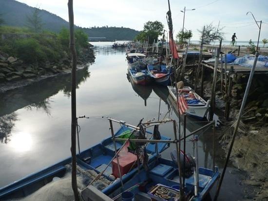 Ocean Jupiter: Michael took us to a local fishing village