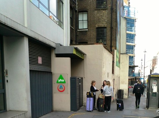 YHA London Oxford Street: Entrance