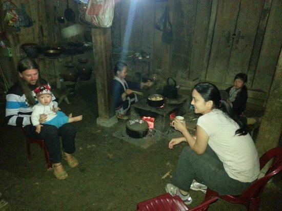 Chez XiQuan: Kitchen area / Family+girlfriend