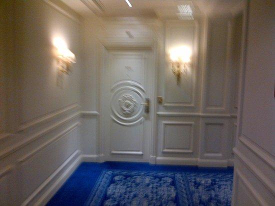 Hotel de Paris Monte-Carlo: Corridor