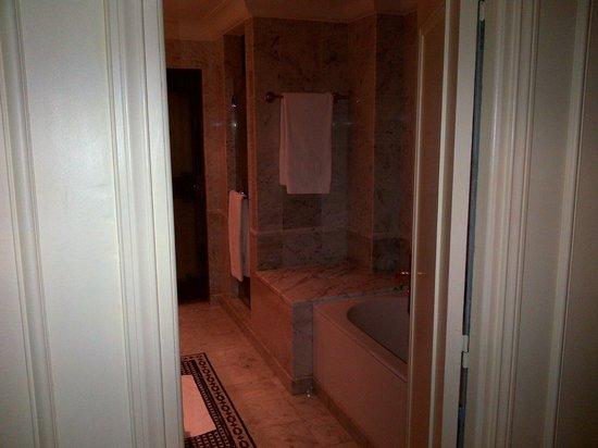 Hotel de Paris Monte-Carlo: Bathroom