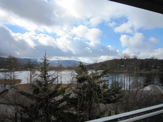 Hotel Ambent Tateshina: 窓からの眺め、女神湖が見える