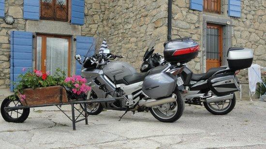 Les Cariolettes: Nos motos aux Cariolettes