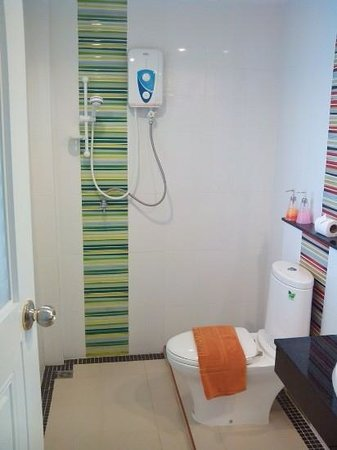 Green Harbor Service Apartment: bathroom