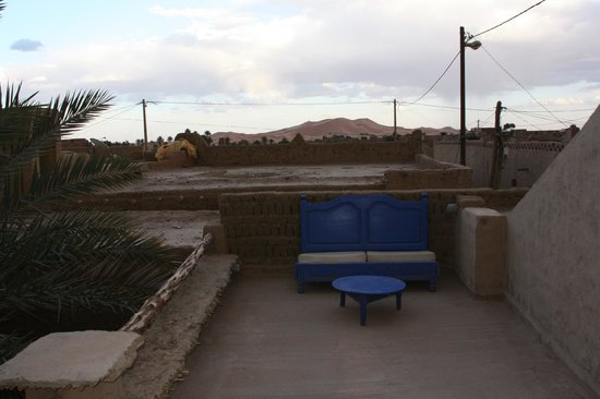 Chez Youssef : View from the roof terrace to the sand dunes
