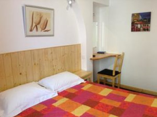 Hotel Le National : Chambre