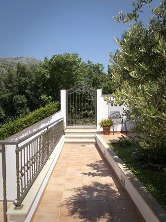 Villa Lanterna: Well cared for grounds