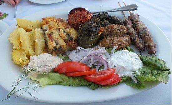 Aspri Avli Garden Restaurant: greek sharing plate