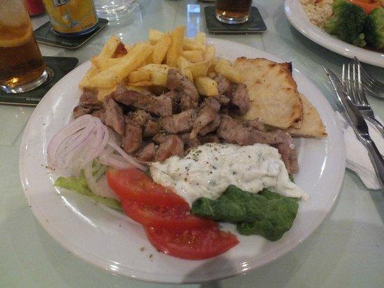 Aspri Avli Garden Restaurant: pork gyros