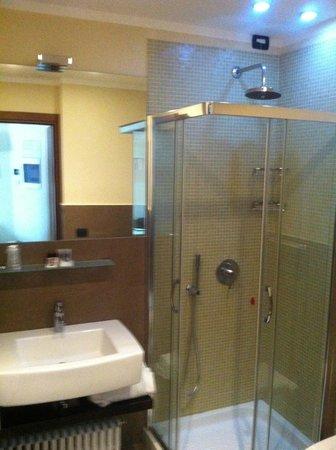 Hotel For You: bagno nuovissimo