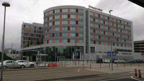 Moevenpick Hotel Stuttgart Airport & Messe: Blick vom Flguhafen aus