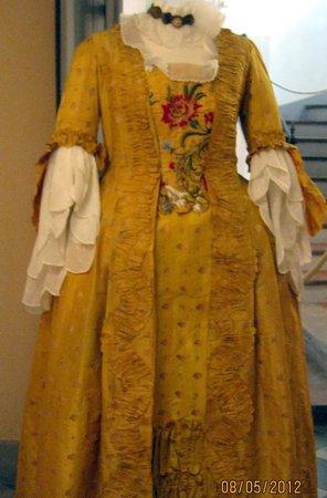 Musee d'Art et d'Histoire de Provence: Dress