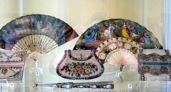 Musée d'Art et d'Histoire de Provence : Fans